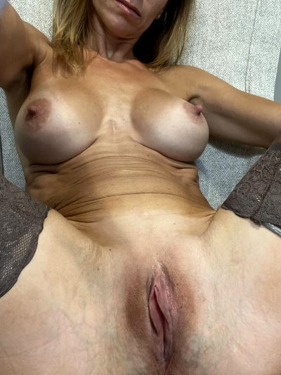 Always Warm And Inviting😈….45 Female