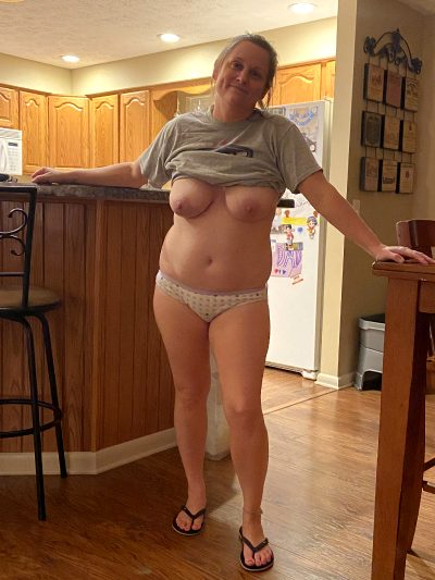 Anyone Find Totally Real, Totally Candid Moms Sexy? Comment And Upvote If You Do.