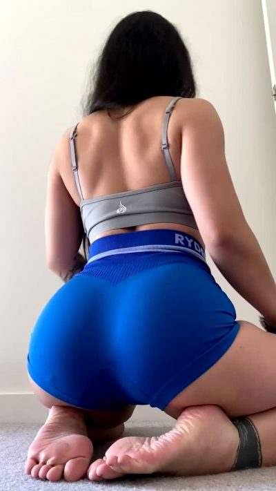 Do You Think This Colour Brings Out My Booty?