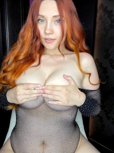 😱 Extremely HORNY GINGER GIRL ❤️ Don't Trust My Baby Face!! 💦 I'm Gona Desgtroy Your HARD COCK When SEXTING With You! FREE ONLYFANS BELOW 👇