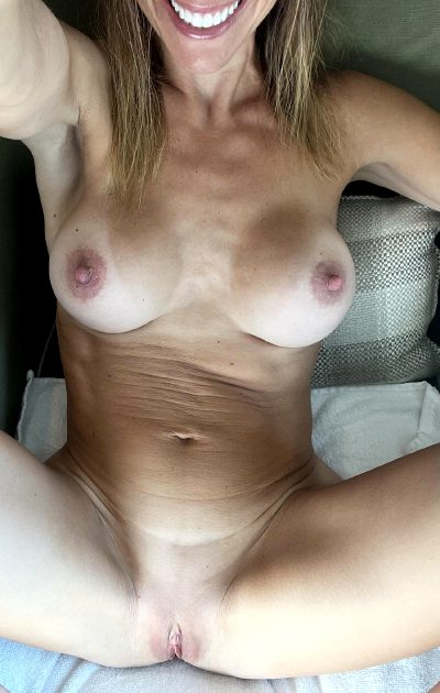 I'm Serving Up Some Warm Morning Nectar💦…45 Female