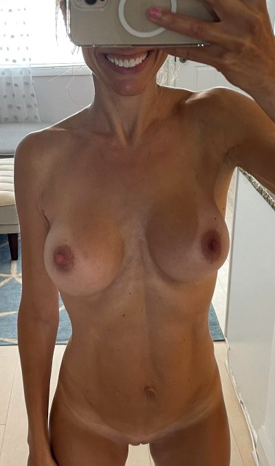 Just A Simple Nude Of A 44yo Mom Of 4💕