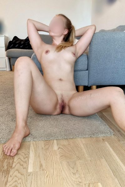 Naked 33yr Mommy Waiting For Someone To Come Over. Are You Coming?