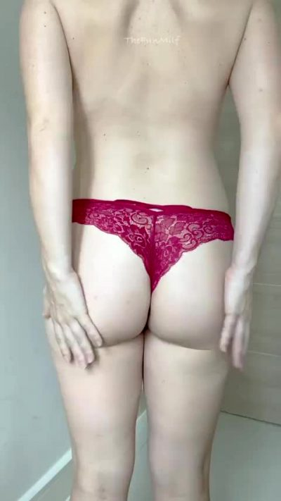 Soon To Be Mom Of 3 But I Want To Know… Would You Fuck This Ass?