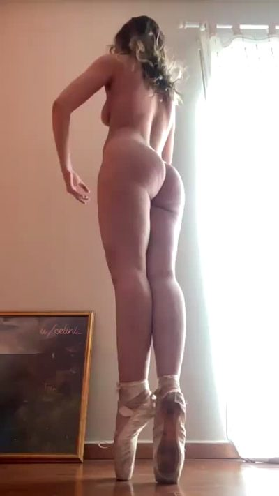 The First Ballerina On Reddit With A Peachy 🍑