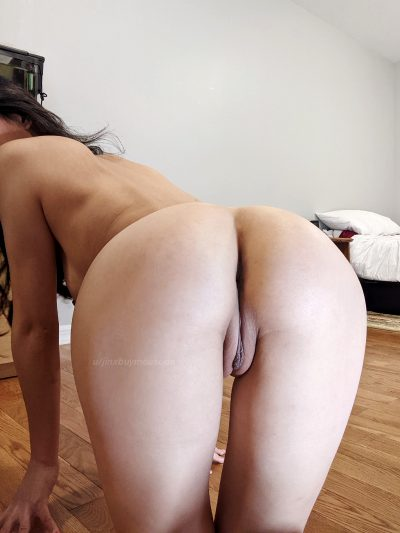 Uck It, Full-on Pussy Pic